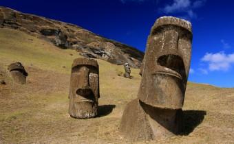 Moai_at_Rano_Raraku_-_Easter_Island_(5956405378)2
