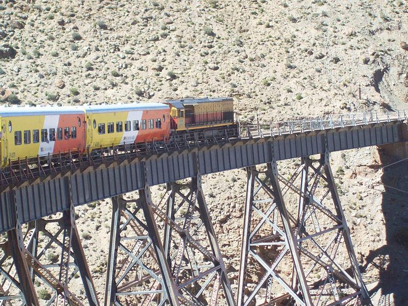 Image by Jetstreamer, https://commons.wikimedia.org/wiki/File:Train_rolling_Viaducto_La_Polvorilla.jpg