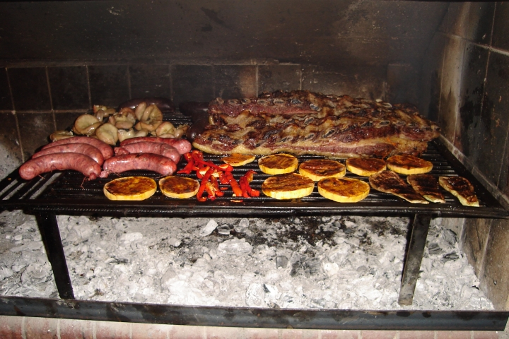 provoleta and asado bbq argentina (wiki)