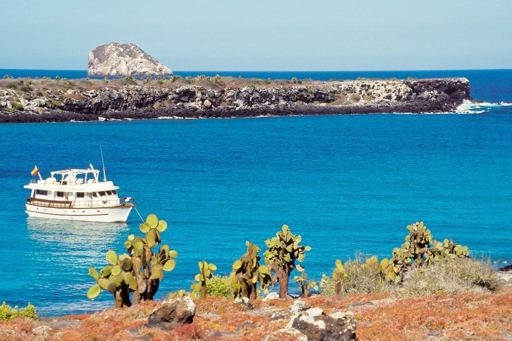 Galapagos boat RW