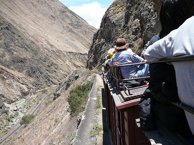 Devil's nose train Ecuador (wikimedia)