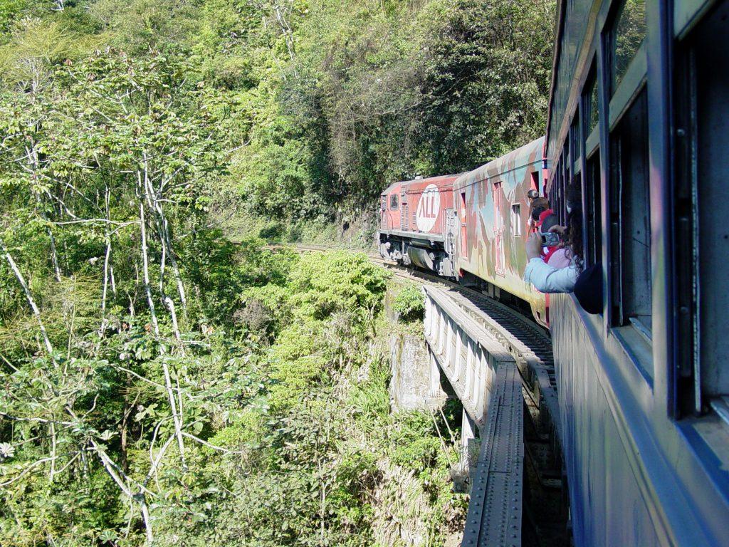 Serra Verde Express Curitiba Paranagua Morretes Train Brazil (wikimedia)