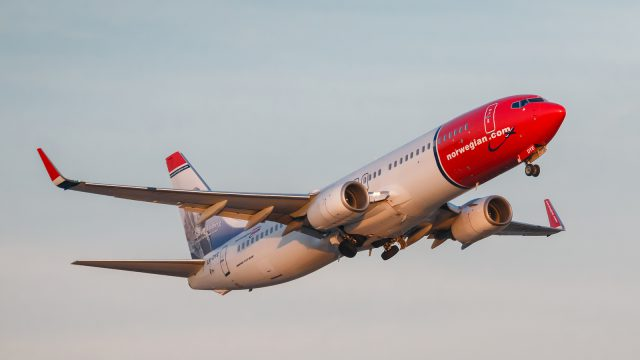 Norwegian-plane-take-off-buenos-aires