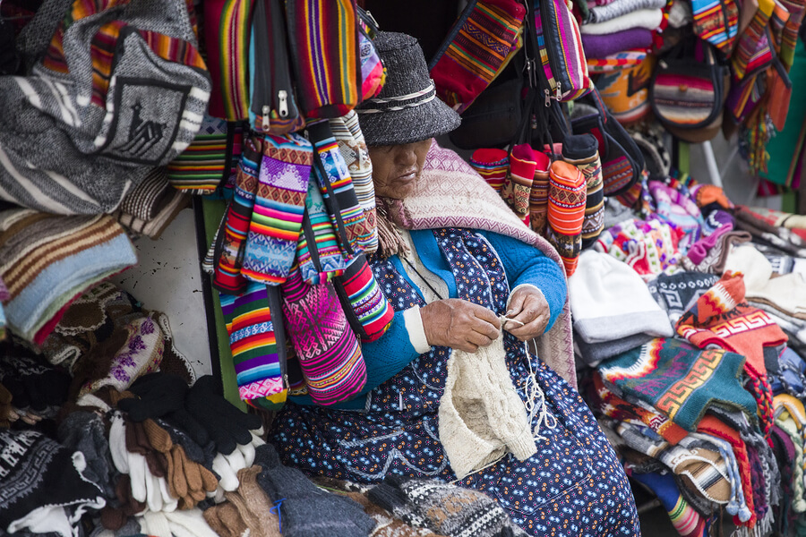 Lady selling her handmade clothes in La Paz