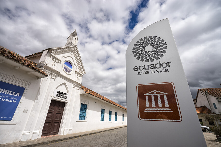 A picture of the front of the Ecuardor Museum of Modern Arts