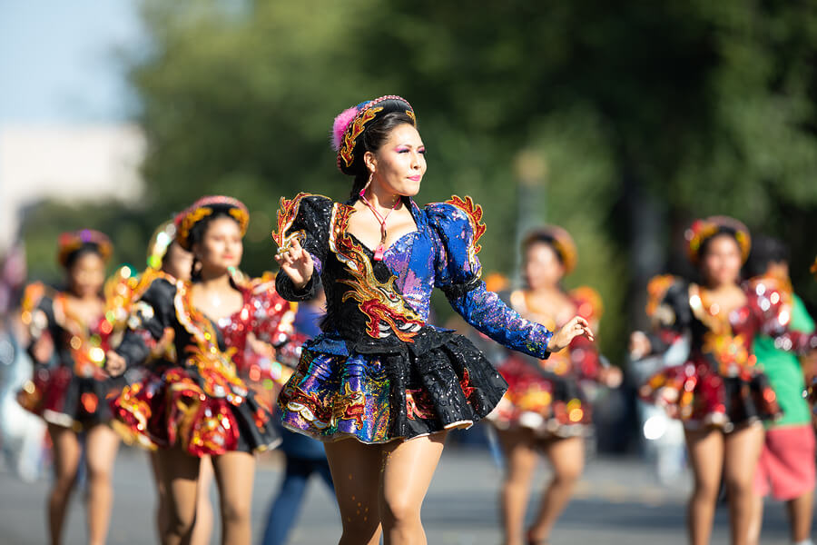 A picture of a parade during Fiestas Patrias.