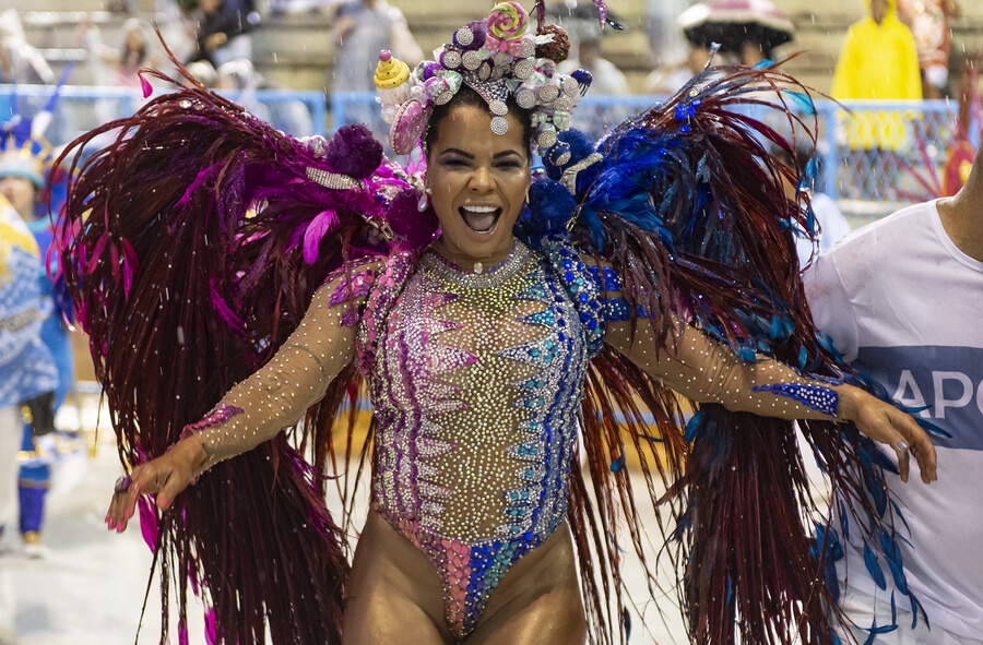 A female dancer enjoying the Rio Carnival of 2019.