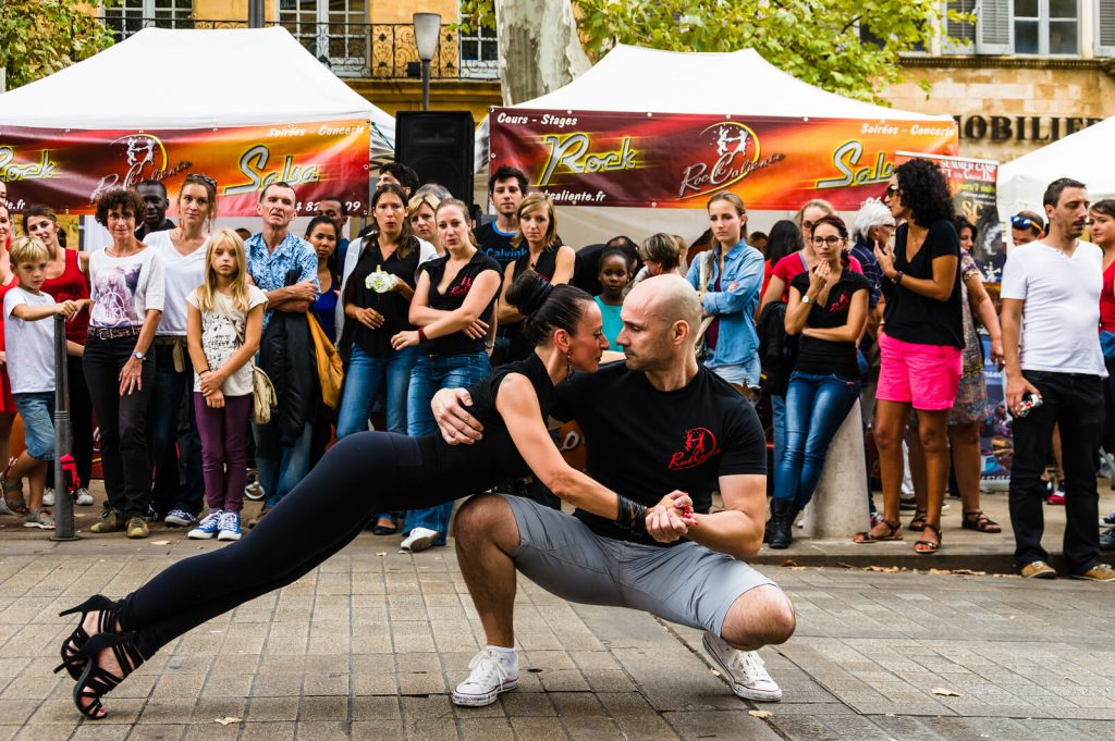 Two tango dancers in the street during the Tango World Cup.
